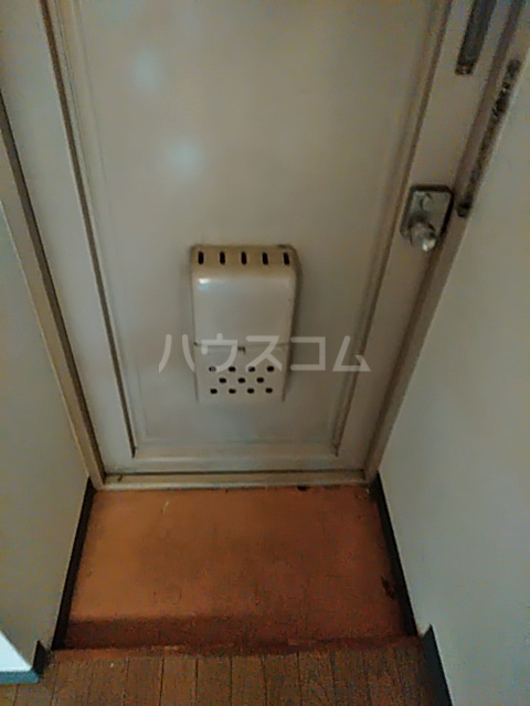 メゾンクレール 201号室の玄関