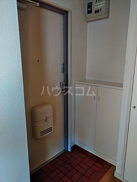 ホワイトシティ 402号室の玄関