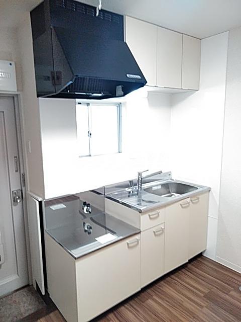 ブラウンハイツ 102号室のキッチン