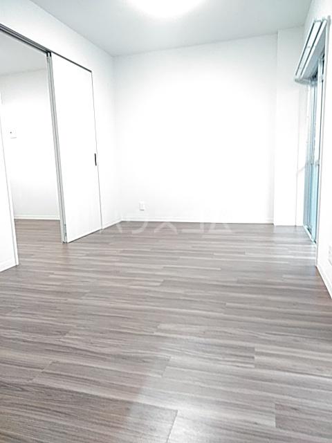 ブラウンハイツ 102号室の居室