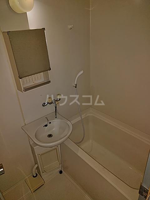 グラン・パレ西綾瀬 102号室の風呂