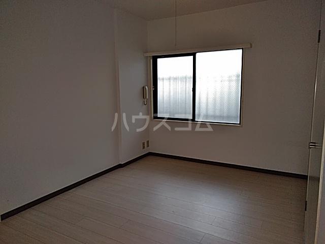 グラン・パレ西綾瀬 102号室の居室