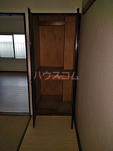 グラン・パレ西綾瀬 102号室の収納