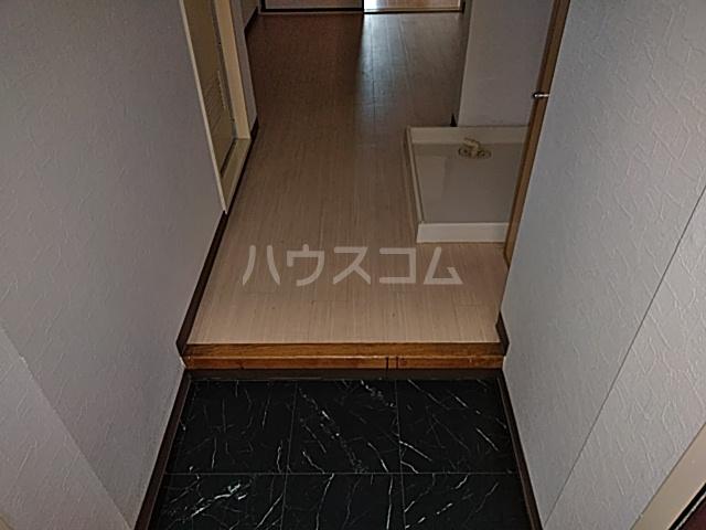 グラン・パレ西綾瀬 306号室の玄関