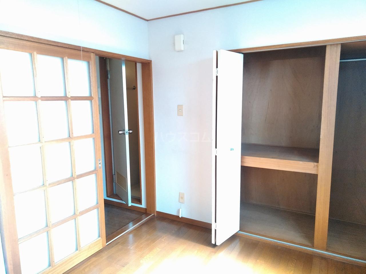 ヴィラ・コート大岡山 401号室のリビング