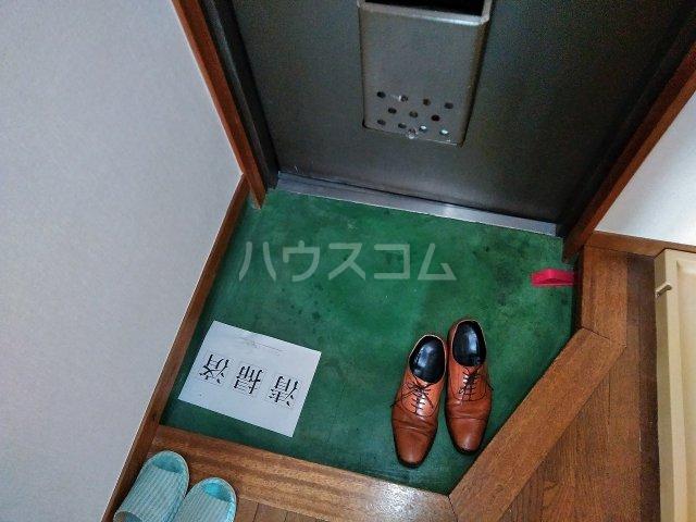 ヴィラ・コート大岡山 401号室の玄関