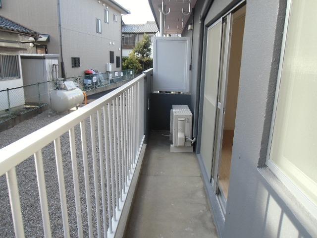 横山町apartment 203号室のバルコニー