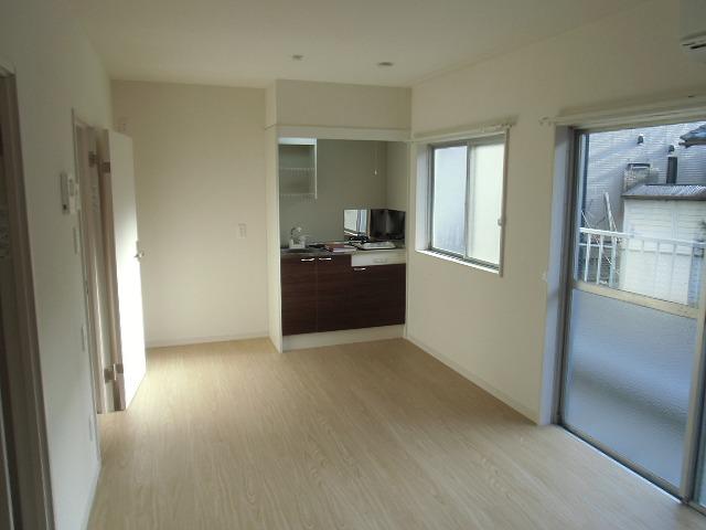 横山町apartment 203号室のリビング