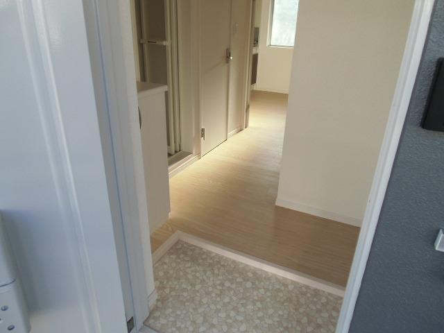 横山町apartment 203号室の玄関