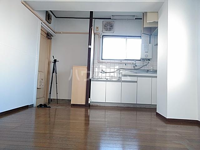 久里浜SKビル 405号室のリビング