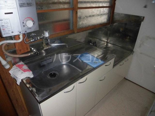 五月荘 102号室のキッチン