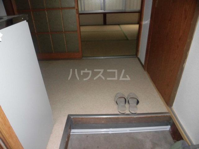 五月荘 102号室の玄関