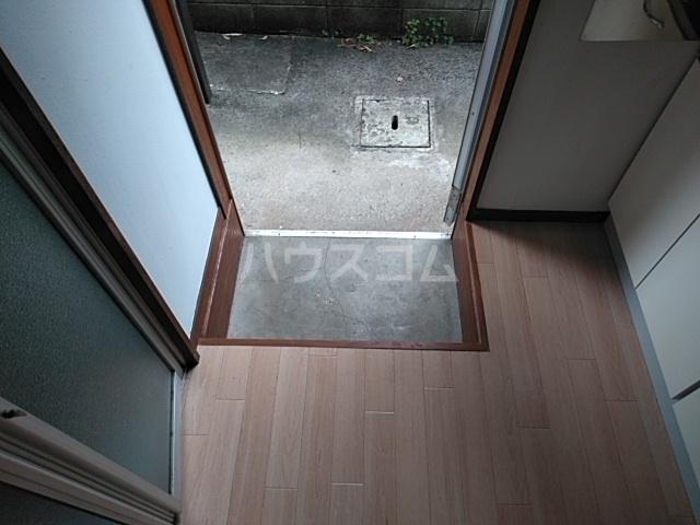 美幸荘 101号室の玄関