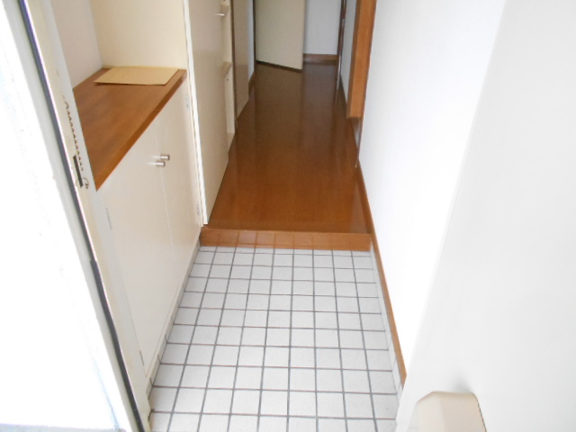 シュヴレット 203号室の玄関