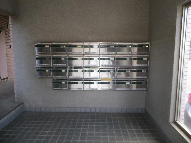 山星マンション 601号室のエントランス