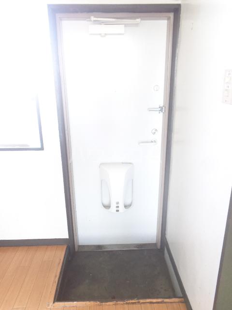 ホワイトマンション 306号室の玄関