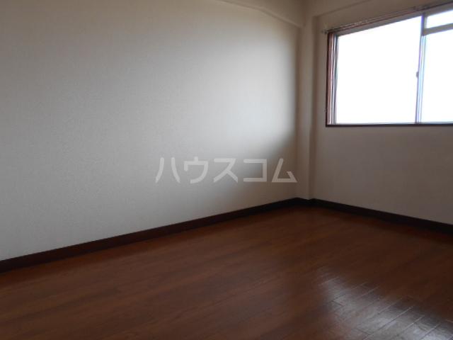 高関コーポ 305号室のエントランス