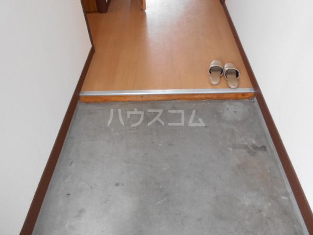高関コーポ 305号室の玄関