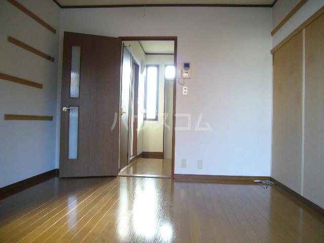 シティーハイツ サイネリアA棟 107号室のリビング