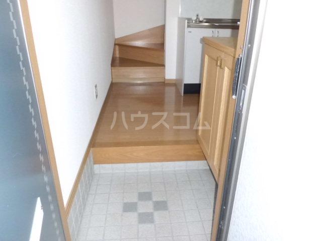 Y`sメゾネットAの玄関