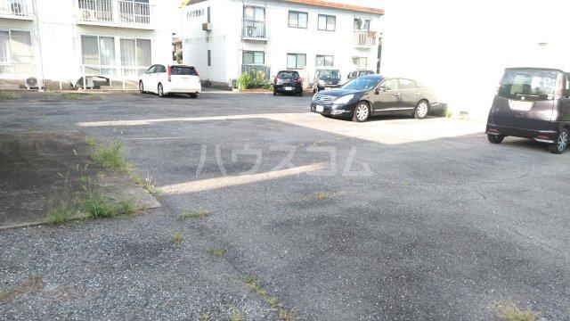 ハイツ理歩B 202号室の駐車場