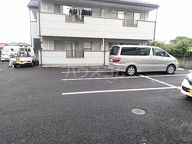 アメージングエステートA 101号室の駐車場