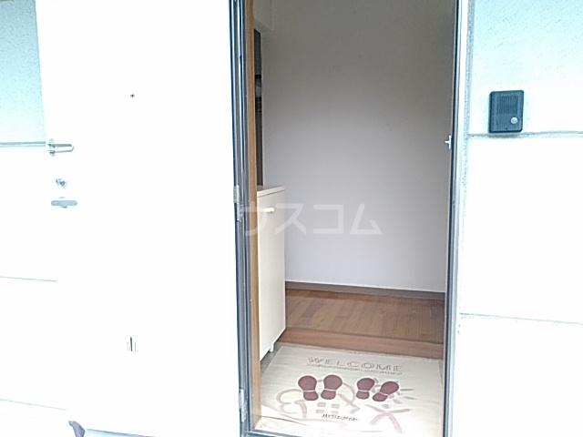 アメージングエステートA 101号室の玄関