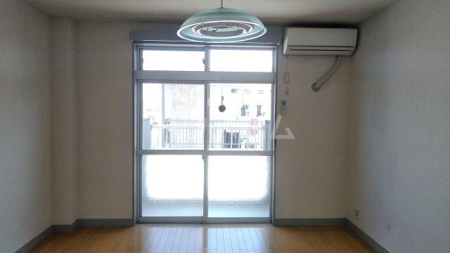 ハイツカトレア 205号室のリビング