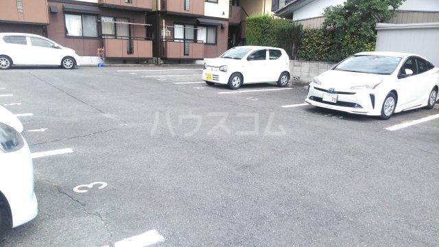サンベリーA 201号室の駐車場