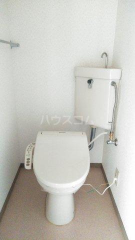 サンベリーA 201号室のトイレ
