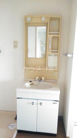 サンベリーA 201号室の洗面所
