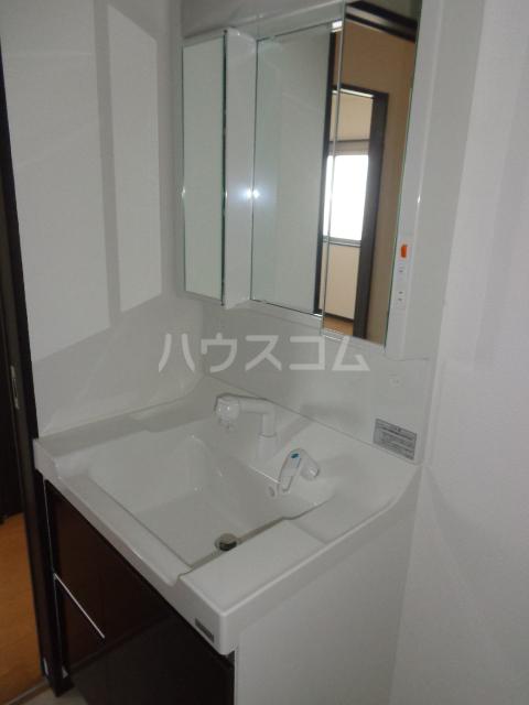 グランⅢ 402号室の洗面所