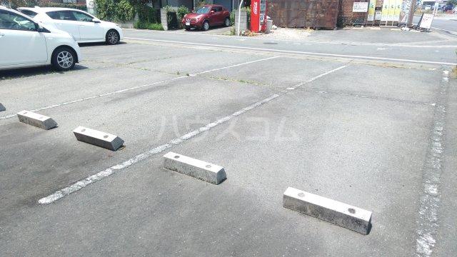 ハイツ・ヴィオラ 201号室の駐車場