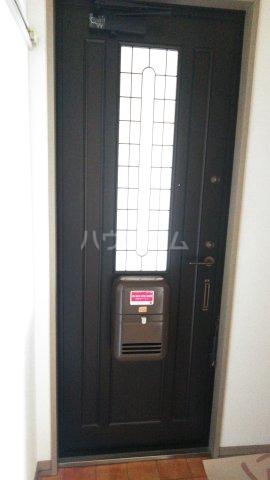 ハイツ・ヴィオラ 201号室の玄関