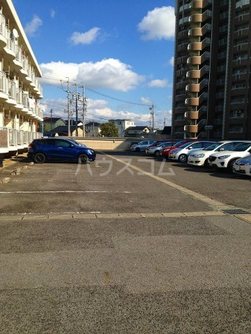 コーポ栄 202号室の駐車場