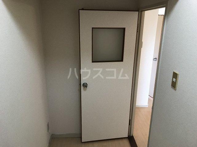 コーポ栄 306号室の玄関