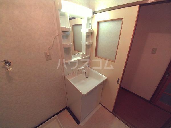 ヴィオラ日名 405号室の洗面所