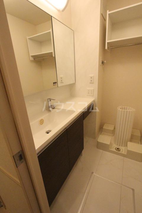 ロイヤル ストーン 201号室の洗面所