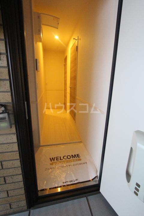 ロイヤル ストーン 201号室の玄関