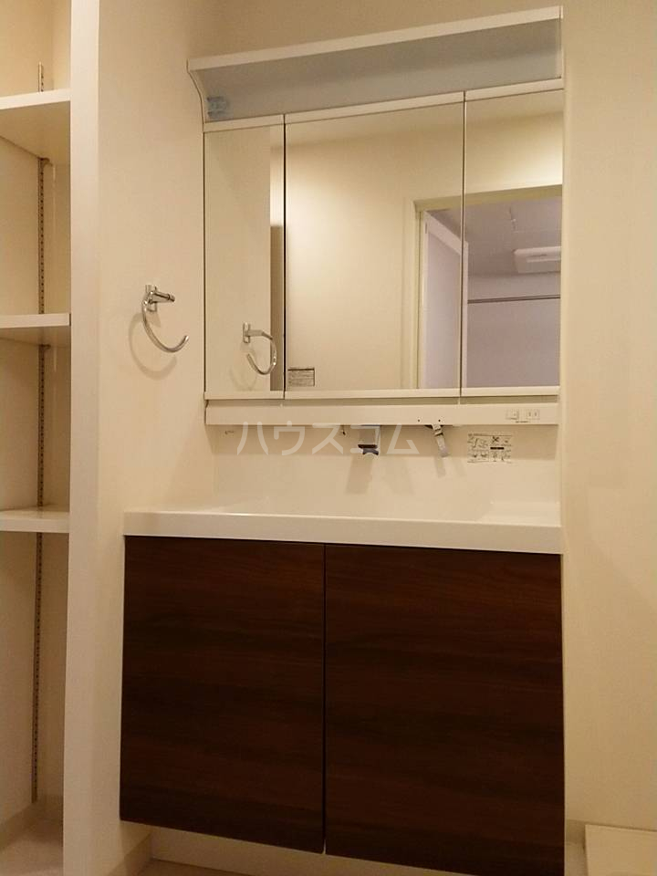 リソシエ花本 103号室の洗面所