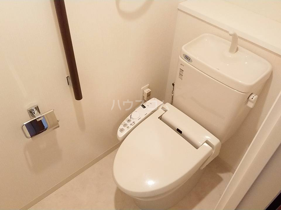 リソシエ花本 103号室のトイレ