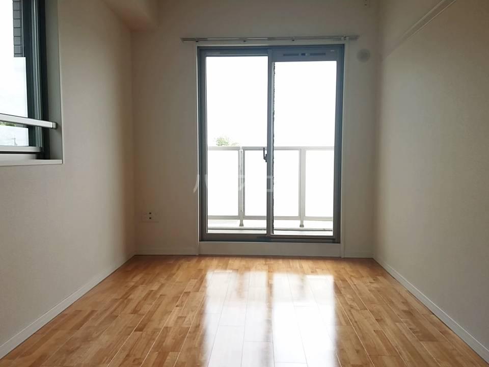 リソシエ花本 103号室の居室