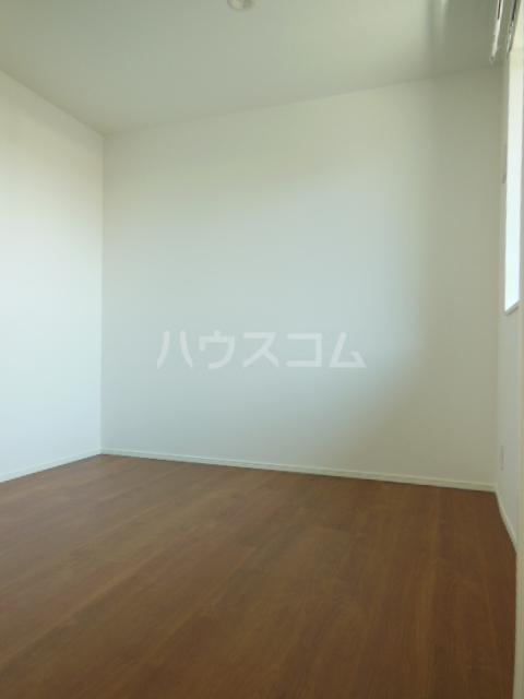 ヴィラ山之手 202号室の居室