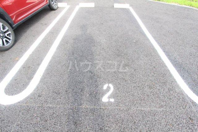 サンシャインヒルズ上挙母 302号室の駐車場