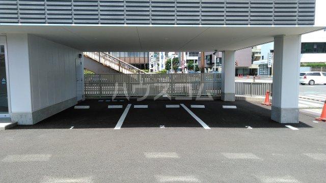 シャインスリービル 4F号室の駐車場