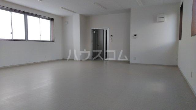 シャインスリービル 4F号室の居室