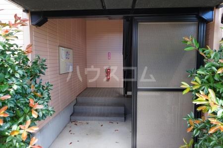 レジデンス大岡 102号室のエントランス
