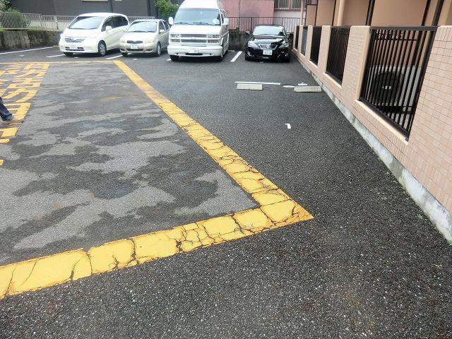 A.City美園 205号室の駐車場