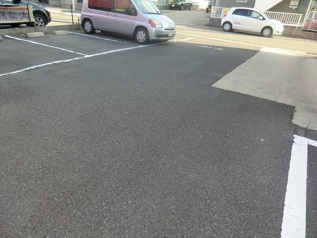 タウニー新安城B 202号室の駐車場