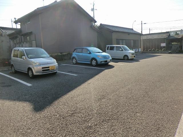 レジデンス大岡B 102号室の駐車場
